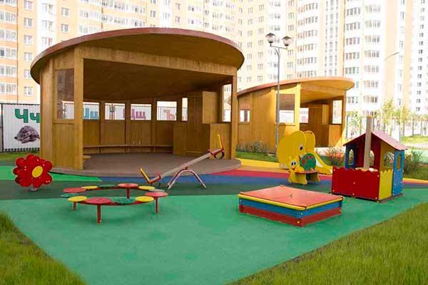 террасная доска на спортивных площадках и детских зонах развлечений